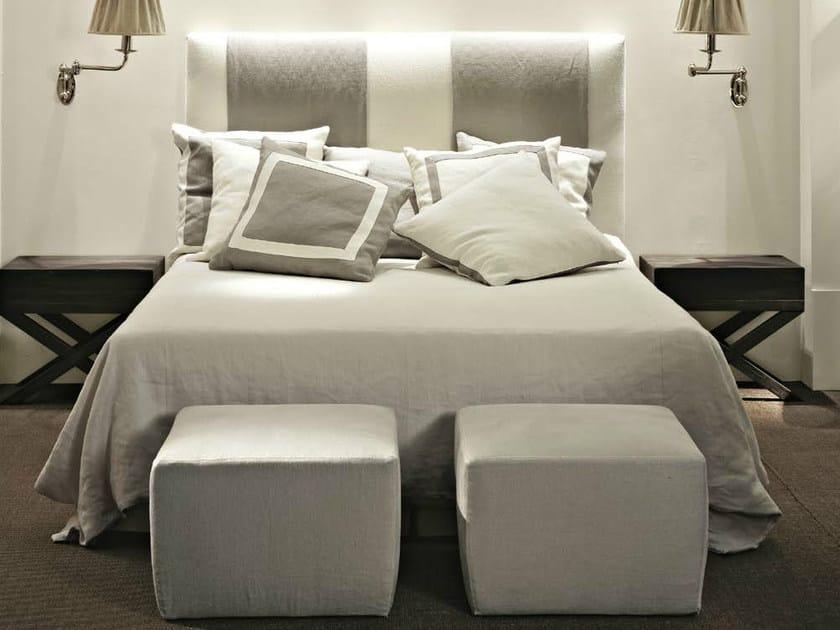 Letto matrimoniale in tessuto con testiera imbottita terrad 39 ombra letto softhouse - Testiere imbottite per letto ...