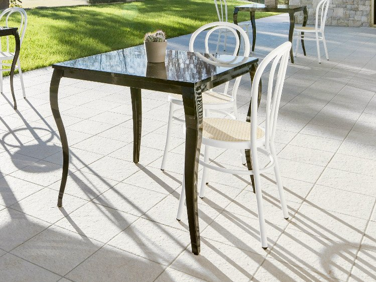 Lacquered square table GLAN | Lacquered table by Mara