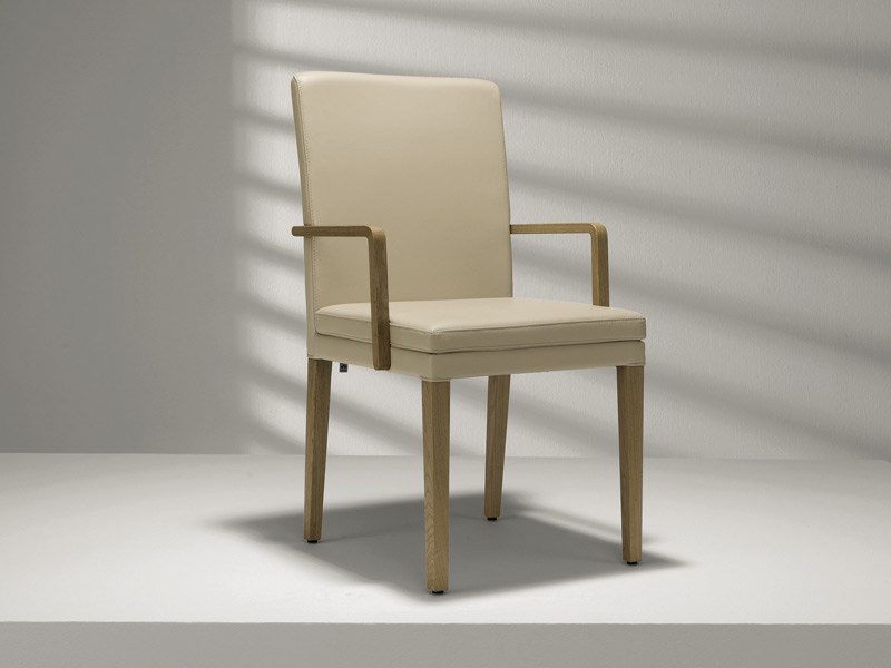 Upholstered leather chair with armrests D20 | Chair with armrests - Hülsta-Werke Hüls
