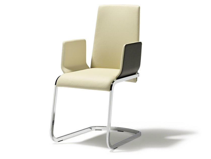 Cantilever leather chair with armrests F1 | Chair with armrests by TEAM 7