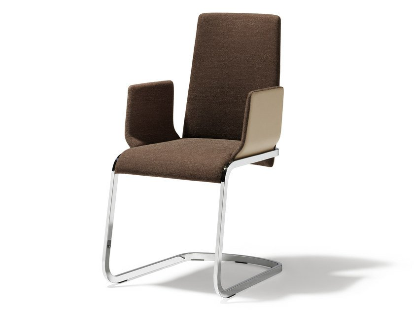 Cantilever fabric chair with armrests F1 | Chair with armrests - TEAM 7 Natürlich Wohnen