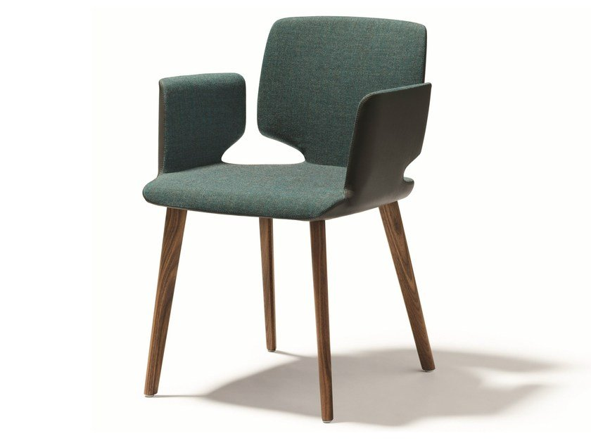 Upholstered fabric chair with armrests AYE   Chair with armrests - TEAM 7 Natürlich Wohnen