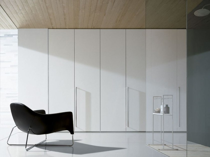 Armadio a muro in legno artik by poliform for Armadi design online