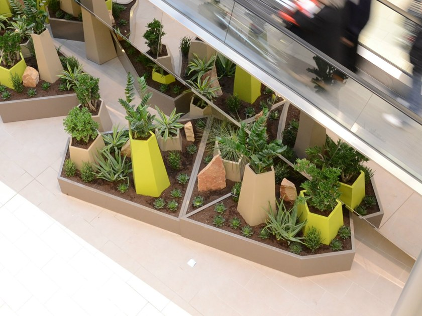 Metal planter Pentagon planters - IMAGE'IN by ATELIER SO GREEN