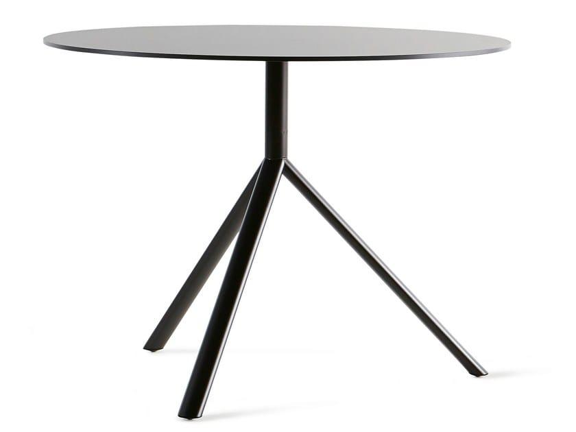 Miura table ronde by plank design konstantin grcic for Table pliante design