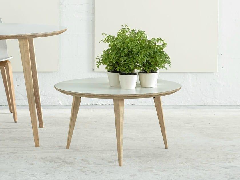 Table Basse Pouf : Round wooden coffee table BOB 45 by ONDARRETA design Ondarreta Team