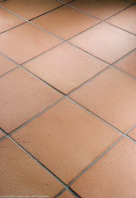 Pavimento in cotto per interni ed esterni rosato anticato - Piastrelle in cotto per interni ...