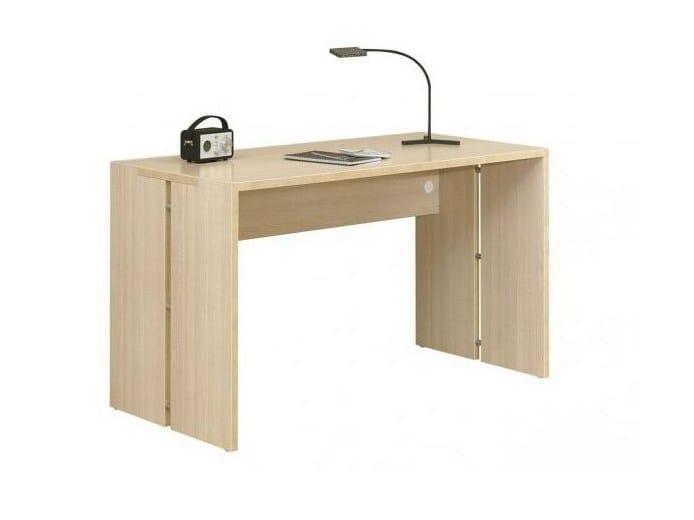 Bureau en bois pour chambre d 39 enfant collection cameo by for Bureau en bois pour enfant