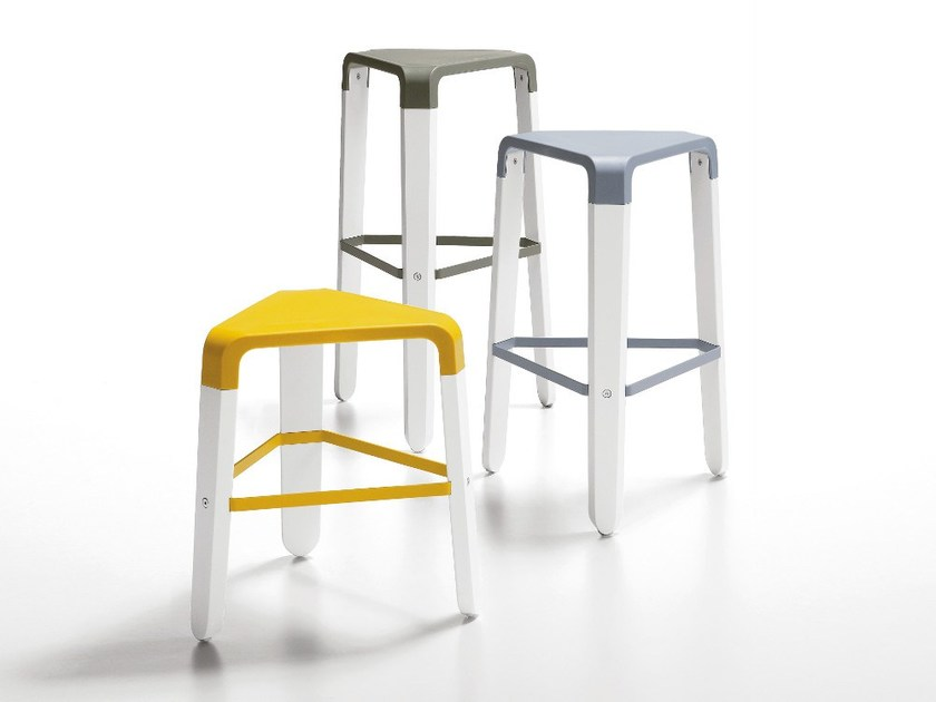 Stool with footrest PICAPAU by Infiniti