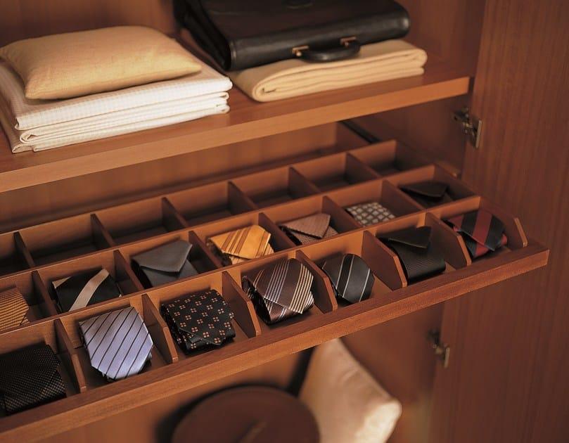 Armadio in legno in stile classico unico armadio in stile classico dall agnese - Dall agnese mobili classici ...