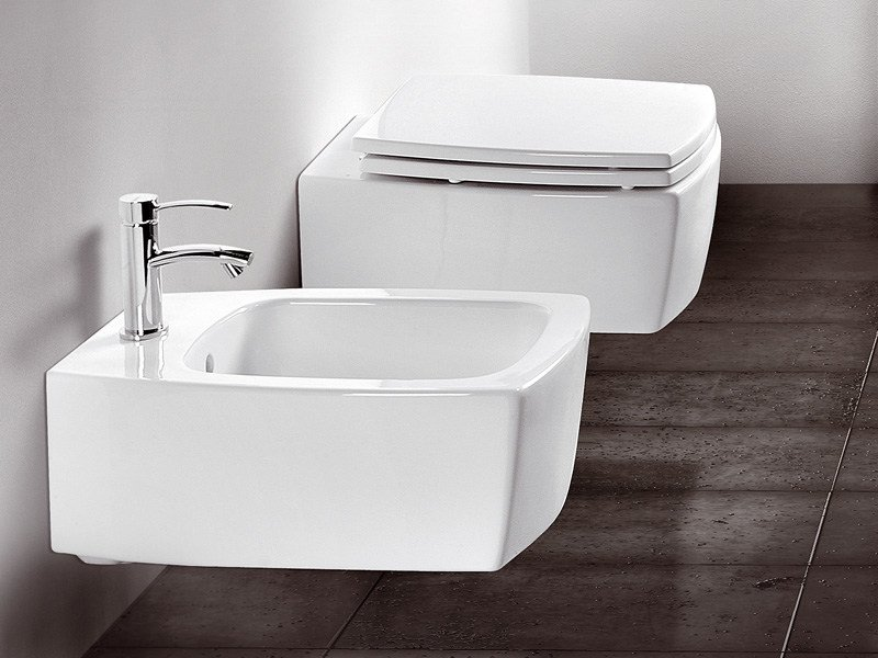 Arredo bagno completo in ceramica square by a e t italia for Arredi sanitari