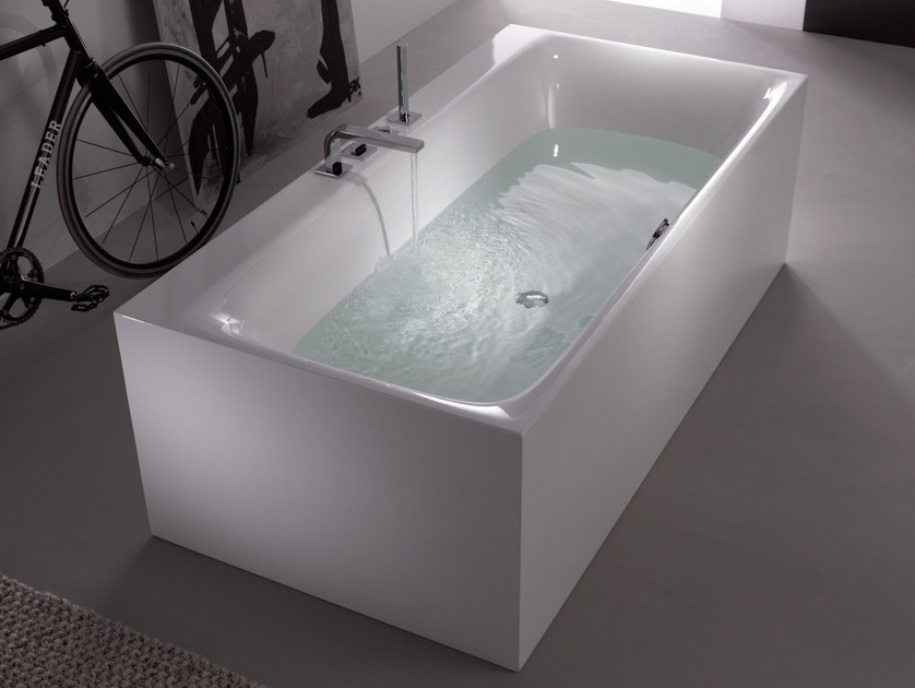 Freestanding enamelled steel bathtub BETTELUX SILHOUETTE SIDE by Bette