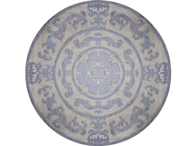 Handmade round rug POMPADOUR BLUE CIRCLE by EDITION BOUGAINVILLE