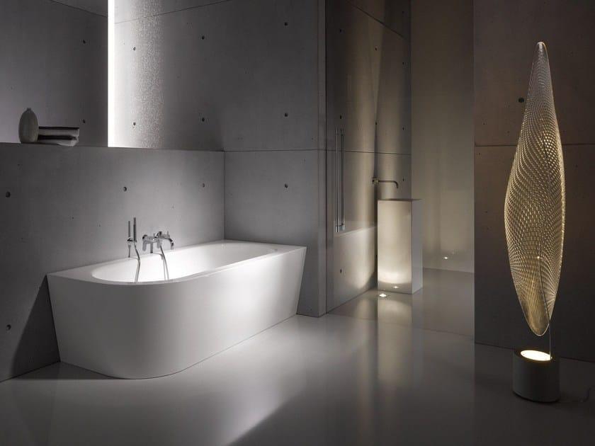 asymmetrische badewanne aus emailliertem stahl. Black Bedroom Furniture Sets. Home Design Ideas