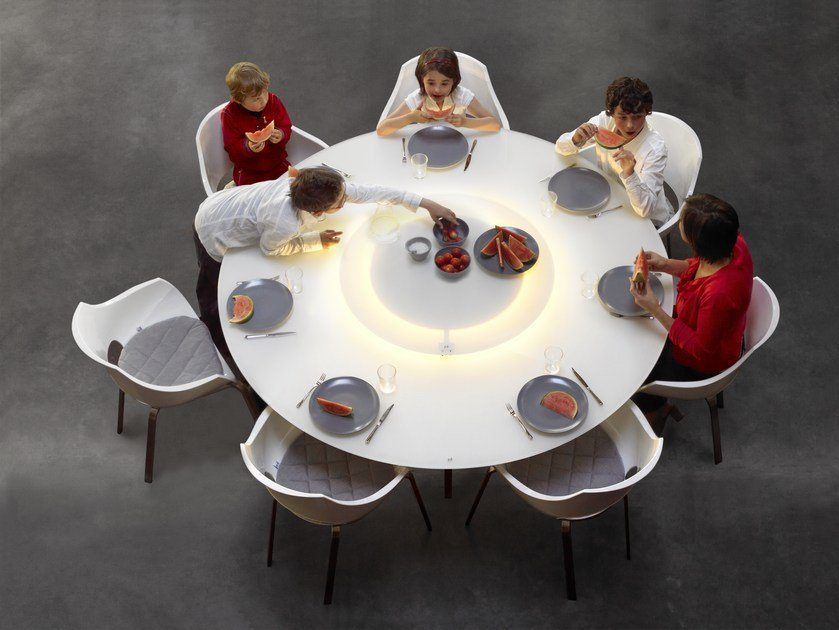 Round dining table luna by joli for Table exterieur joli