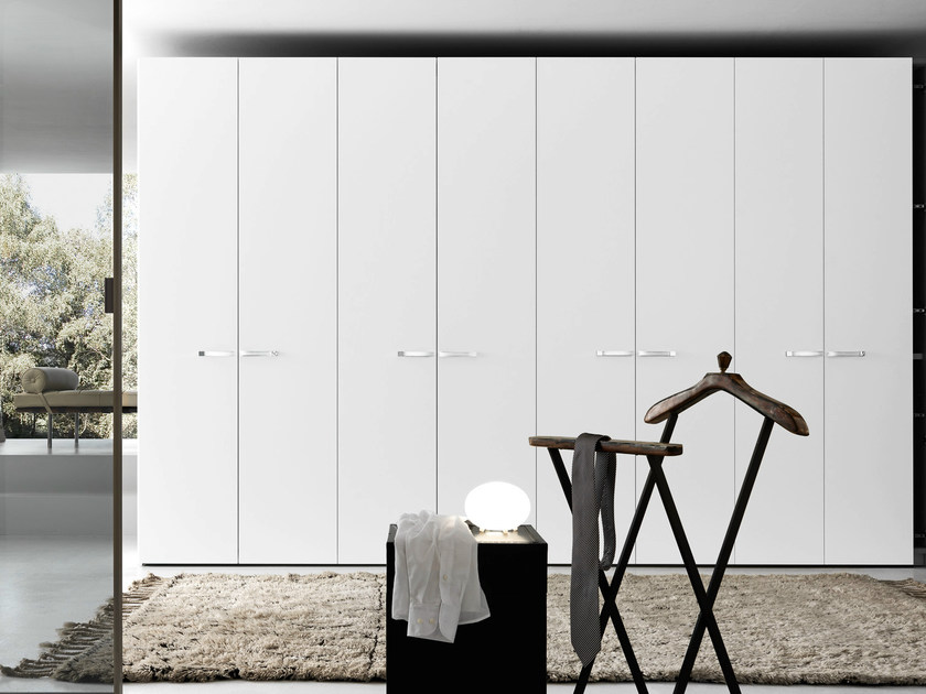 Wardrobe with matt bianco candido lacquered Liscia swing doors, Coco' handle in bianco coloured hide with chrome details.