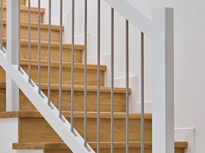 Parapetto in acciaio e legno per scale trasforma for Normativa scale interne abitazioni