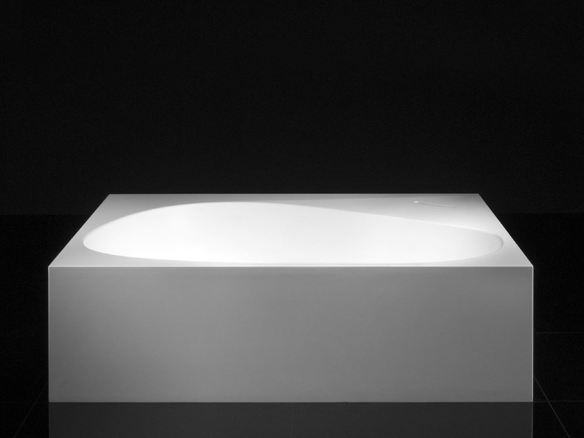 Asymmetric freestanding bathtub TERRA - Boffi