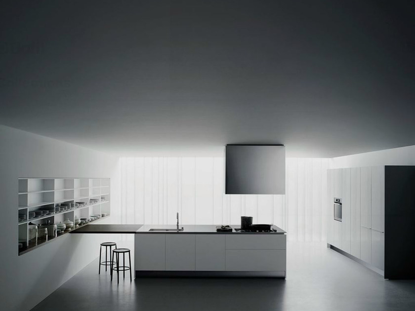 Lacquered kitchen with peninsula XILA ST by Boffi