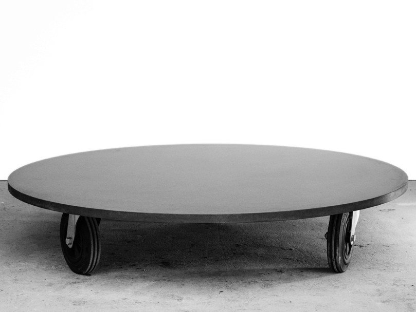 Round fiber-reinforced concrete coffee table with casters Béton O² by MALHERBE EDITION
