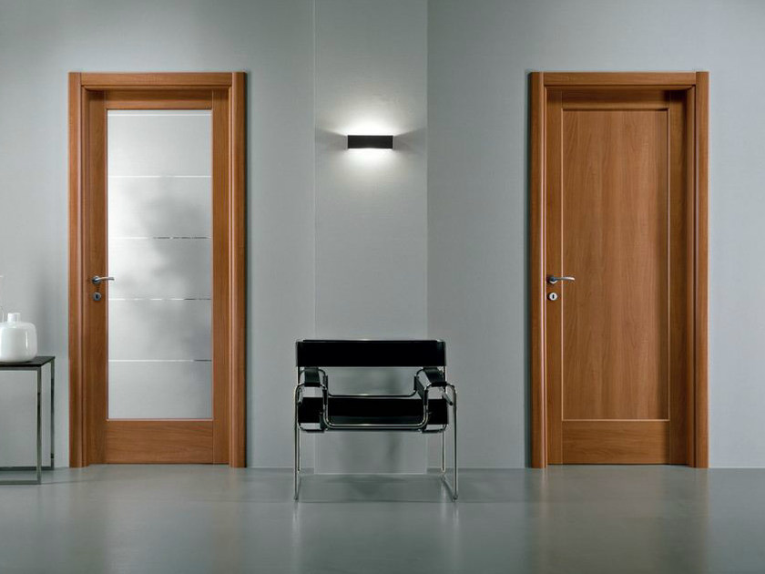 Hinged melamine-faced chipboard door XOSIA | Walnut door - GIDEA