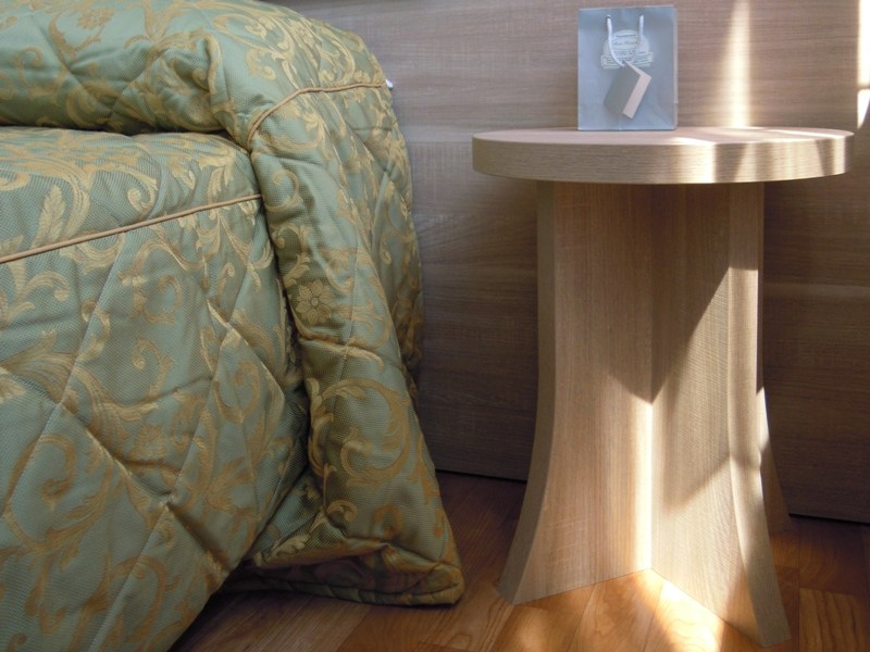 Round bedside table for hotel rooms ZEUS | Round bedside table - Mobilspazio