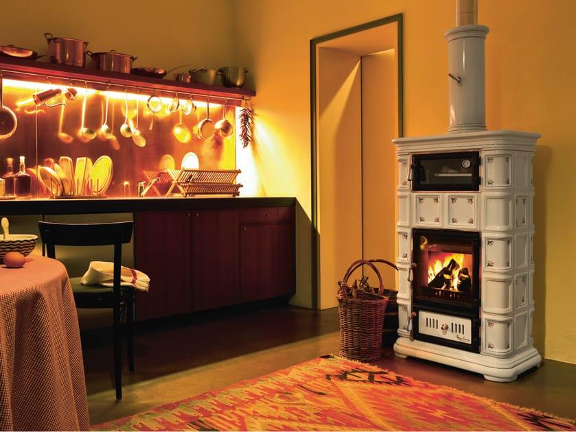 stufa a legna in ceramica ad accumulo con forno marlene stufa con forno sergio leoni. Black Bedroom Furniture Sets. Home Design Ideas