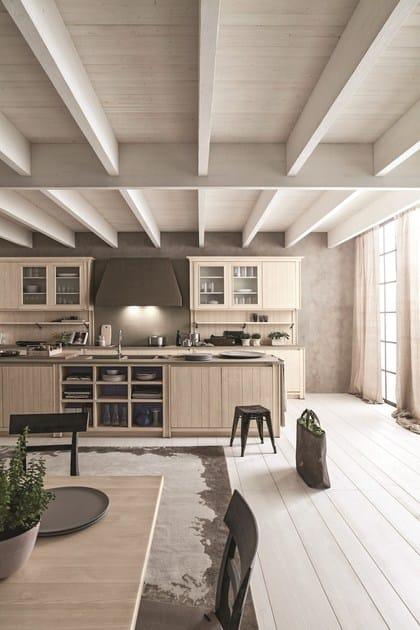 Cucina con isola in abete bianco perla maestrale 01   scandola mobili