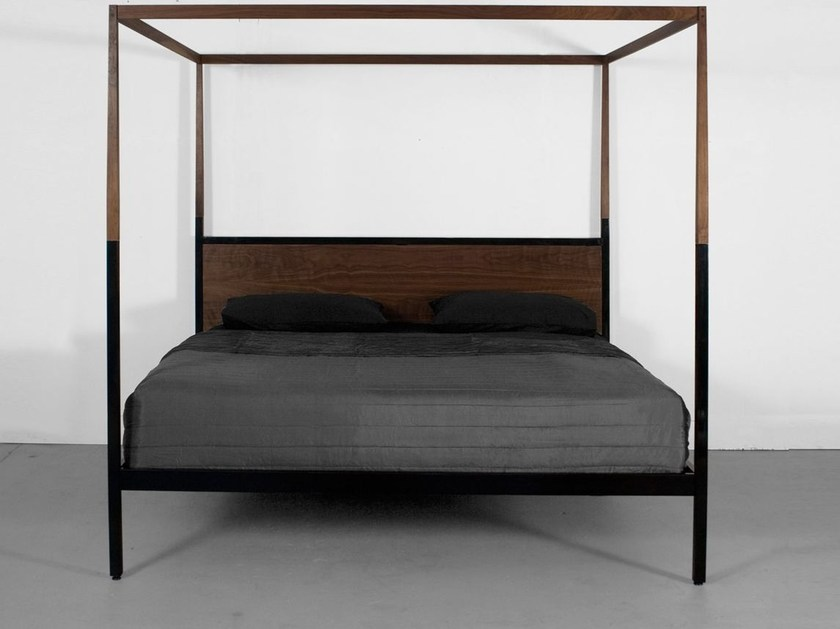 Letto in legno a baldacchino canopy bed by uhuru design design uhuru design - Letto baldacchino legno ...