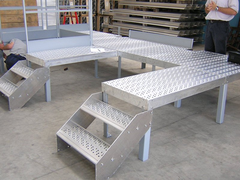 Modular system for steel platform and stand Modular system for steel platform and stand - ALUSCALAE