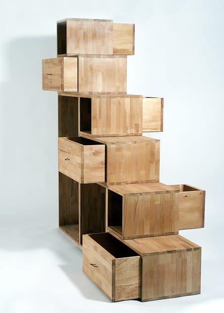 Libreria bifacciale in legno con cassetti yen libreria for Libreria a scala ikea