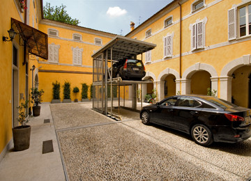 L utente parcheggia l auto nella piattaforma