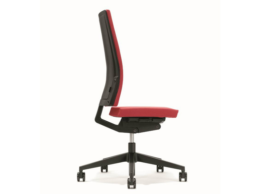Height-adjustable swivel executive chair B_RUN | Executive chair by BENE