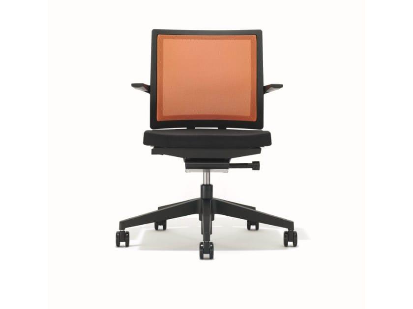 Ergonomic swivel task chair with armrests B_RUN | Task chair - BENE