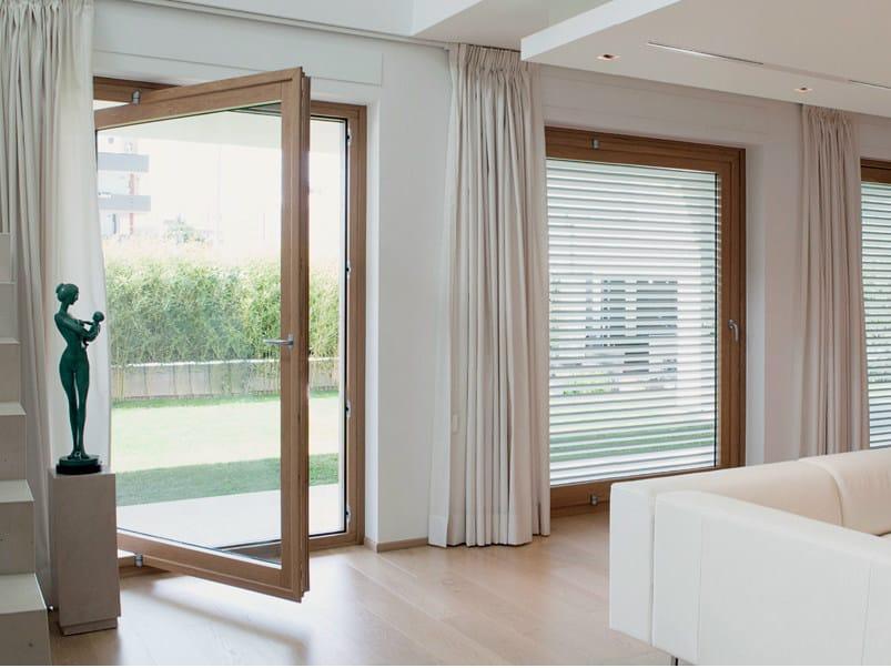 Porta finestra in legno lamellare exter alu design for Finestra bilico