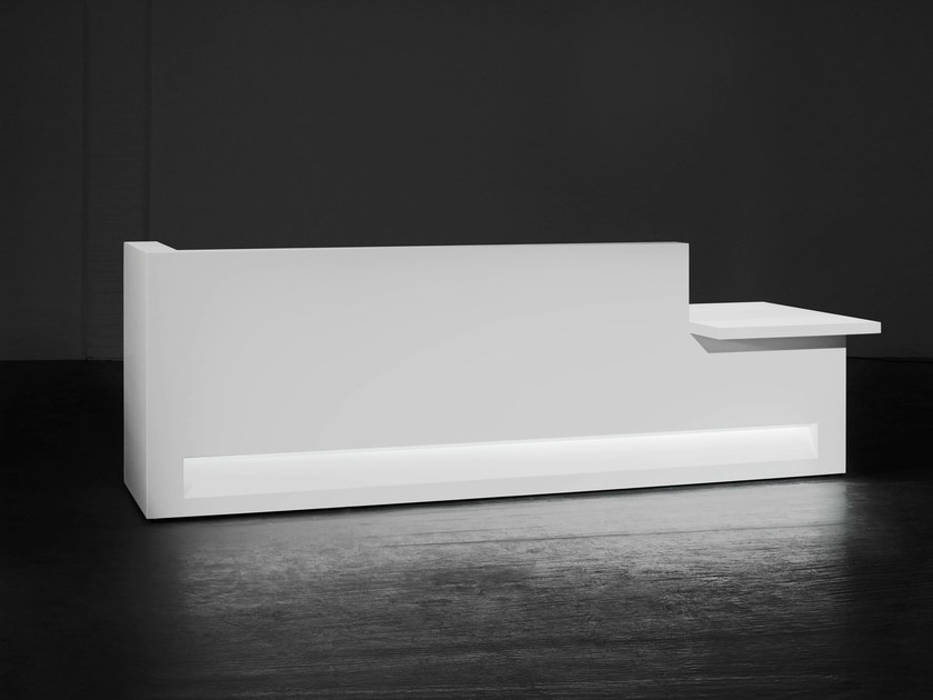 Modular Solid Surface® reception desk BLOK | Configuration 4 - Isomi