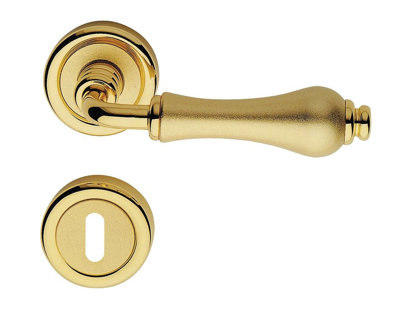 Classic style brass door handle on rose with lock ALDAR | Door handle with lock - LINEA CALI'