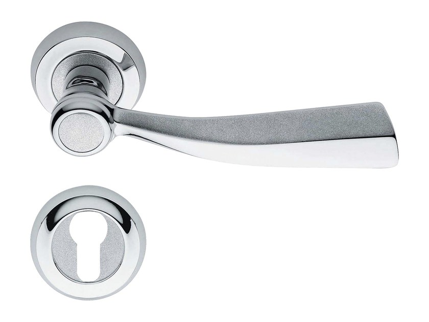 Classic style metal door handle on rose with lock ELIKA | Door handle with lock - LINEA CALI'