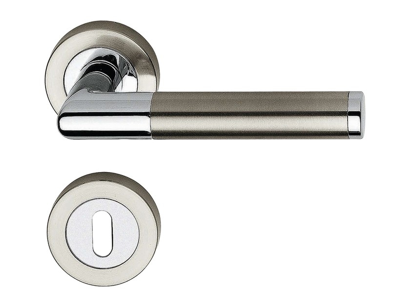 Classic style brass door handle on rose with lock KARINA | Door handle with lock - LINEA CALI'