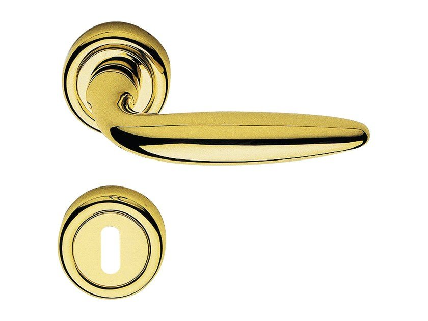 Classic style brass door handle on rose with lock KUBA | Door handle with lock - LINEA CALI'