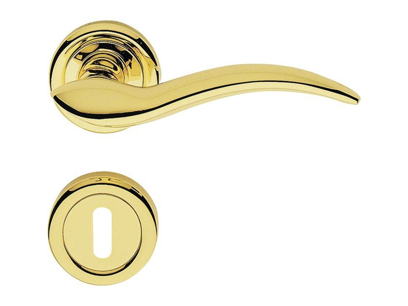 Classic style brass door handle on rose with lock LIBERA | Door handle with lock - LINEA CALI'