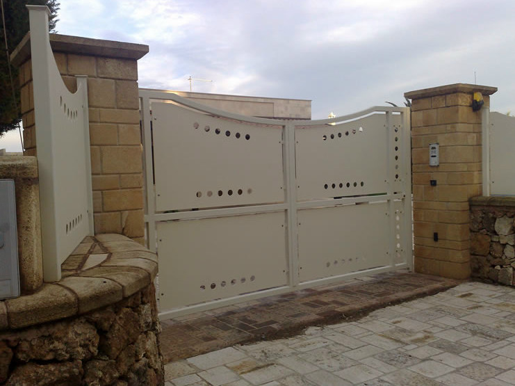 Swing iron gate C2 | Swing gate - CITYSì recinzioni e cancelli taglio laser