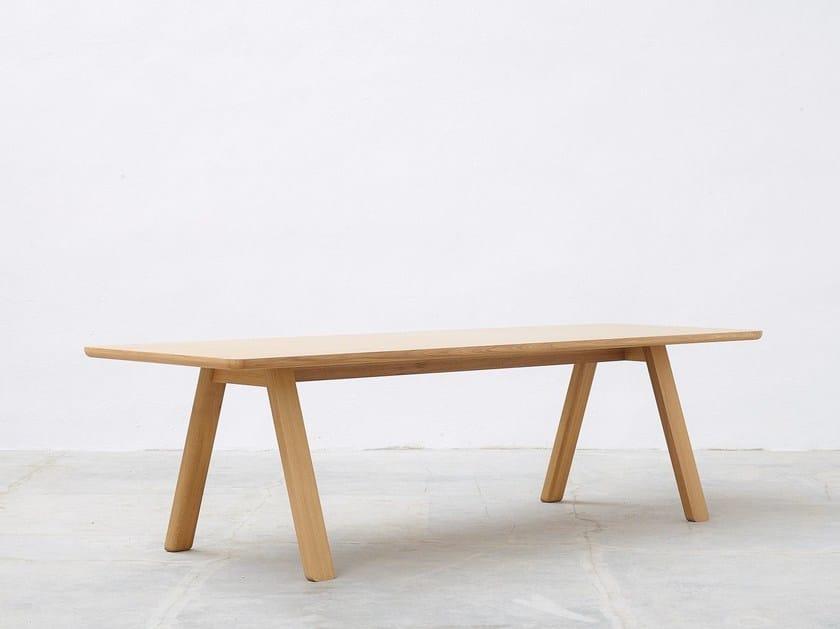 Tavolo rettangolare in legno massello stelvio by ton for Tavolo alex b b