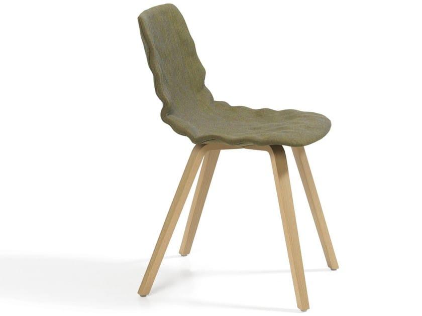 Upholstered chair DENT DRESSED WOOD - Blå Station