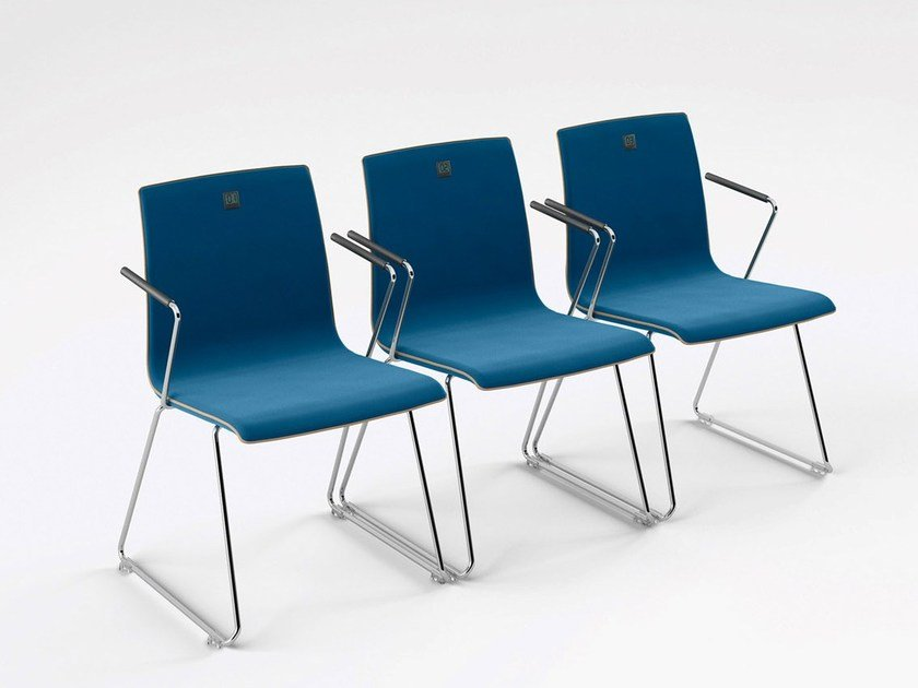 Sled base upholstered chair with armrests MOVE.ME | Chair - König + Neurath