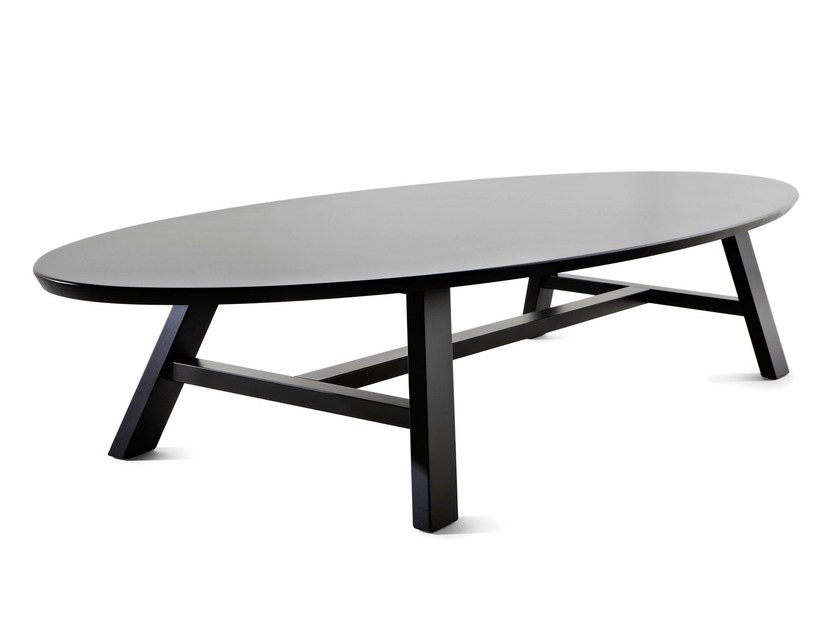 Lacquered oval coffee table POGGIANO | Coffee table - Varaschin