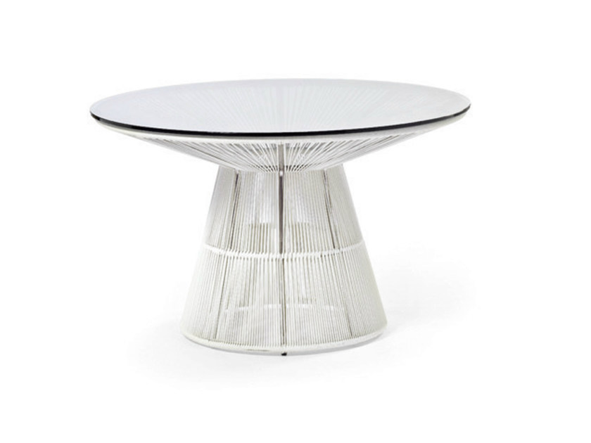 Round table with synthetic fiber weaving and glass top TIBIDABO | Table by Varaschin