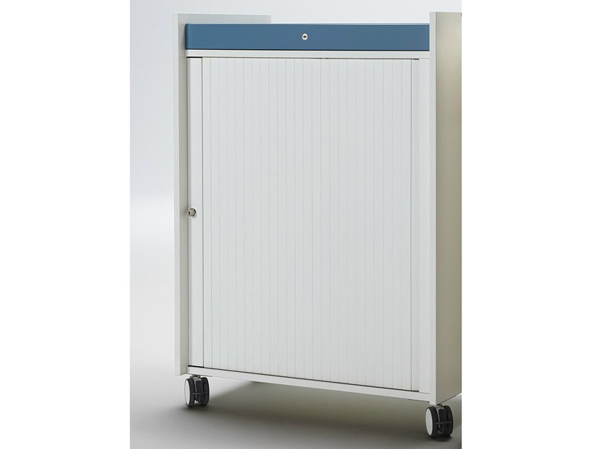 Office storage unit with hinged doors with lock ACTA MOBIL PLUS - König + Neurath