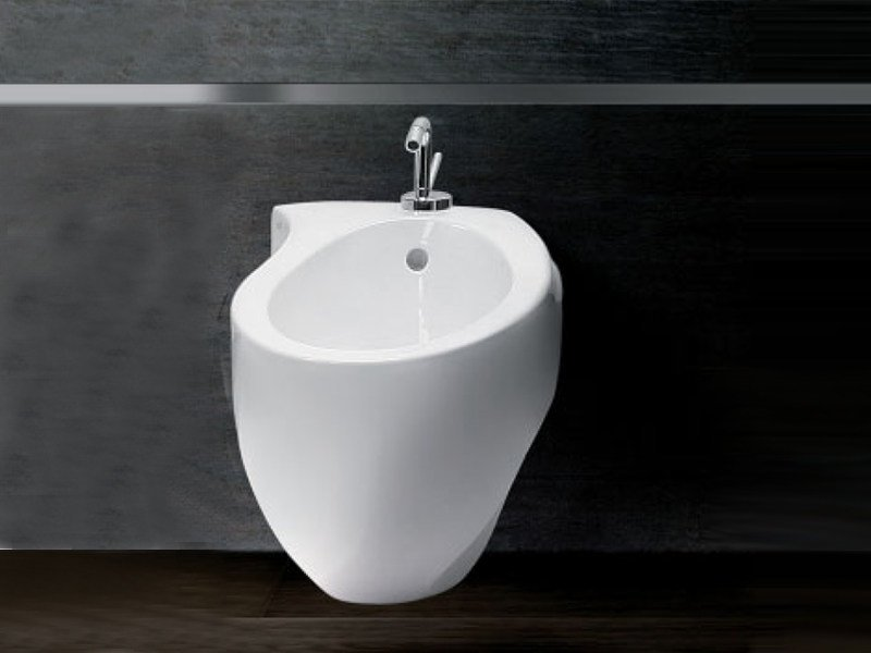 Bidet sospeso in ceramica accent bidet by a e t italia for Architec bidet sospeso
