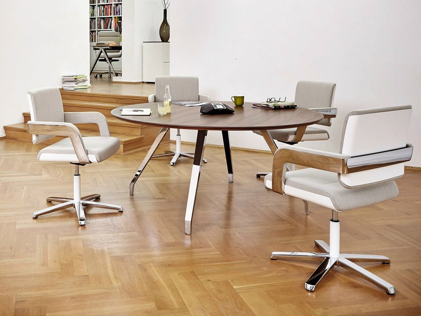 Round wooden meeting table TABLE.A | Meeting table - König + Neurath